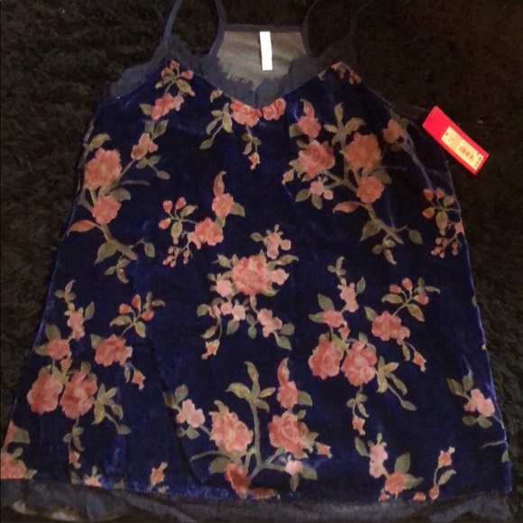 Xhilaration Tops - NWT flower tank top